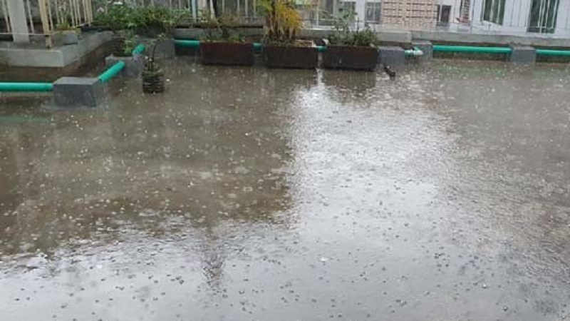 Two-way rain and rock fall in Dhaka
