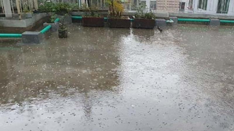 Two-way rain and rock fall in Dhaka