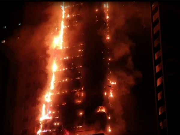 Sharjah Highrise building caught fire : 7 people injured